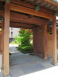 開放された陣屋門