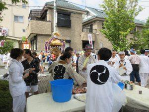 小杉神社例大祭では神酒所として参加者をもてなします